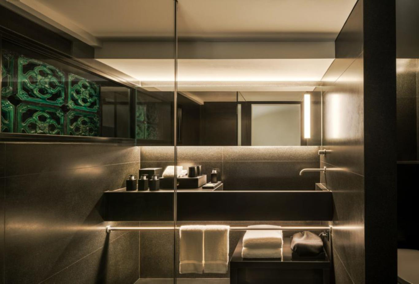 Opium Suite bathroom