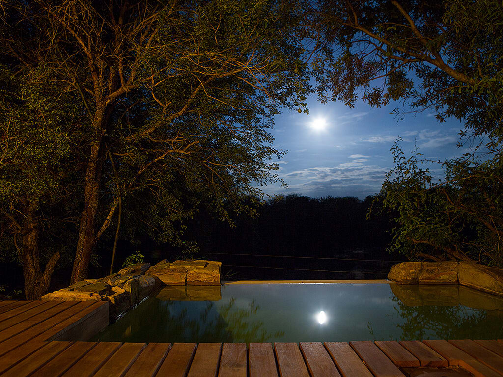 Jabulani suites moon over private pool