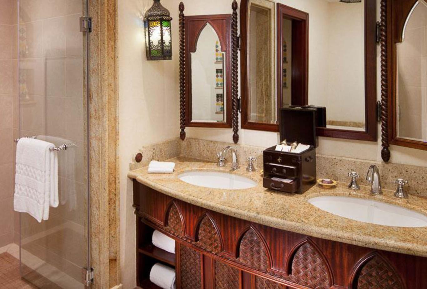 Executive Arabian Deluxe bathroom