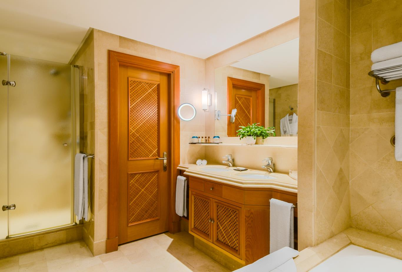 Double-deluxe-room-bathroom