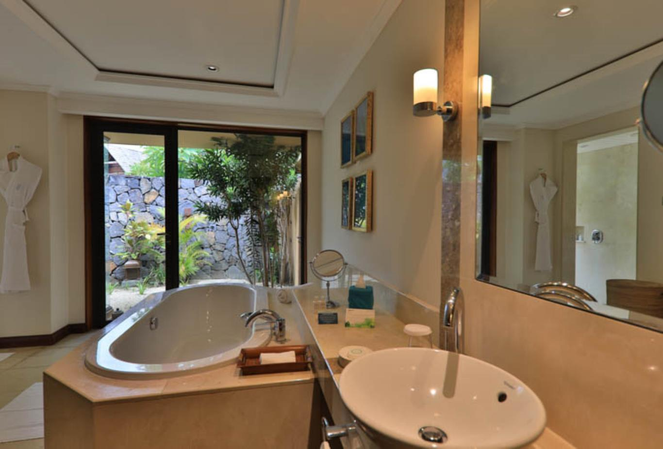 Luxury Suite Pool Villa bathroom