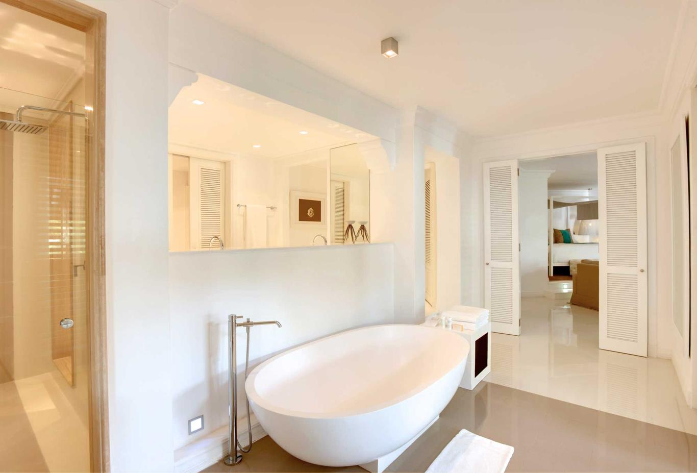LUX* Suite Bathroom