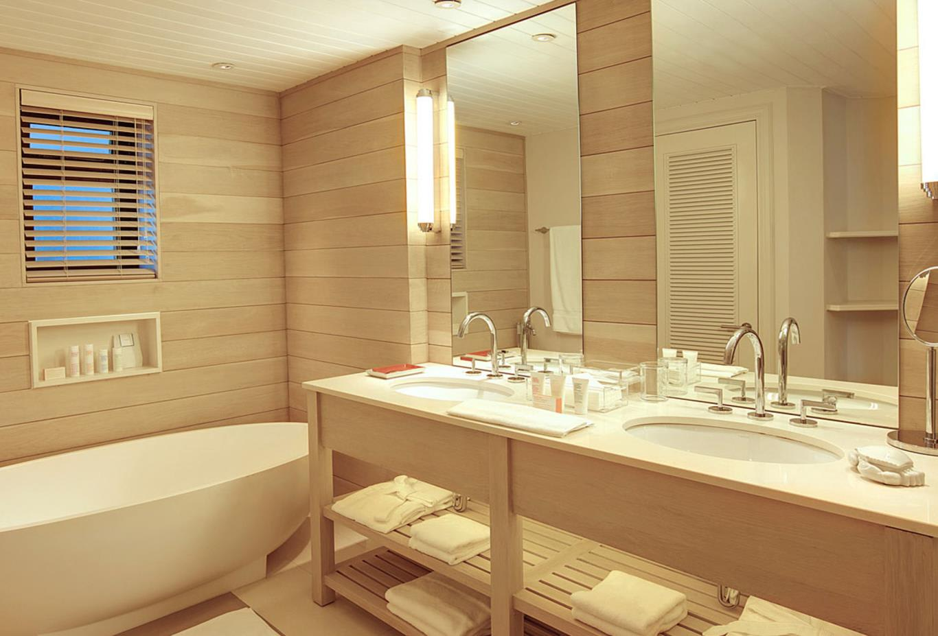 Wellness Junior Suite bathroom