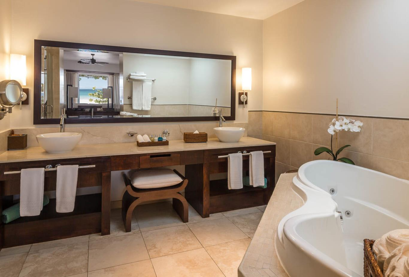 Cinnamon and Saffron Beach Suite Bathroom