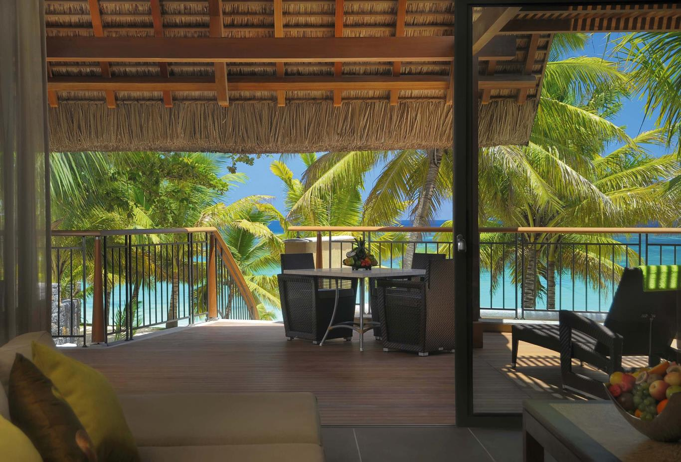 Beachfront-senior-suite-with-pool