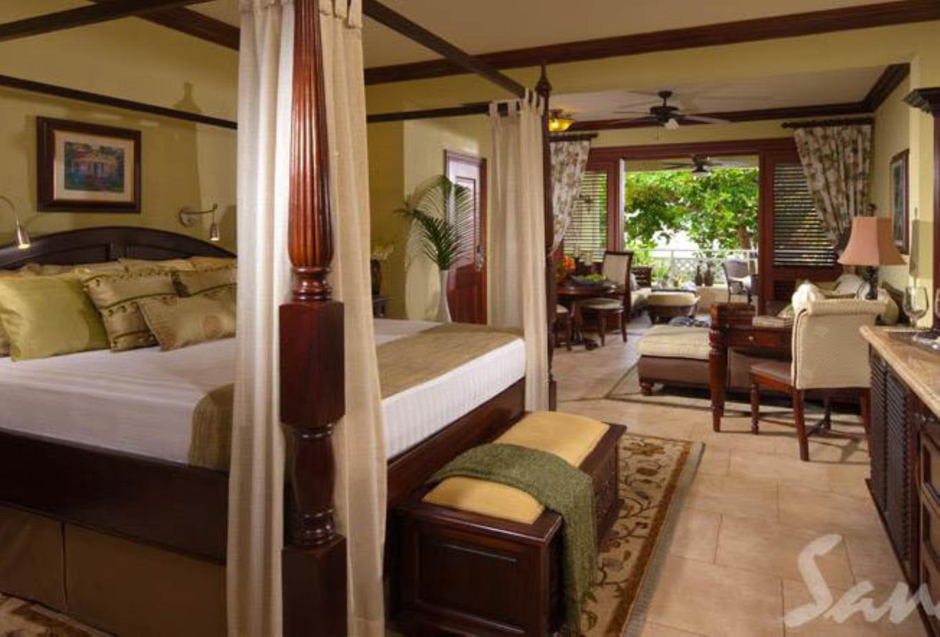 Crystal Lagoon Honeymoon One Bedroom Butler Suite with Private Stairway - PS