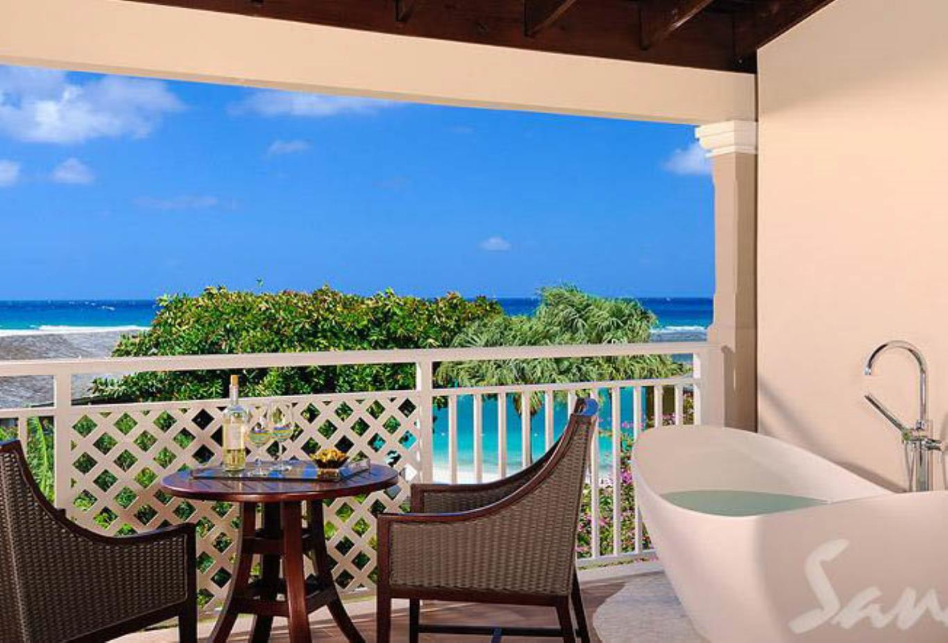 Honeymoon Grand Luxury Butler Suite with Balcony Tranquility Soaking - HGBT