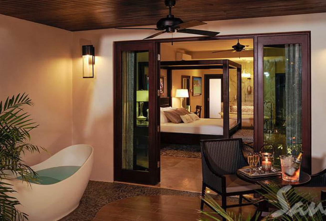 Honeymoon Grand Luxury Walkout Butler Suite with Patio Tranquility Soaking Tub - HWGBT