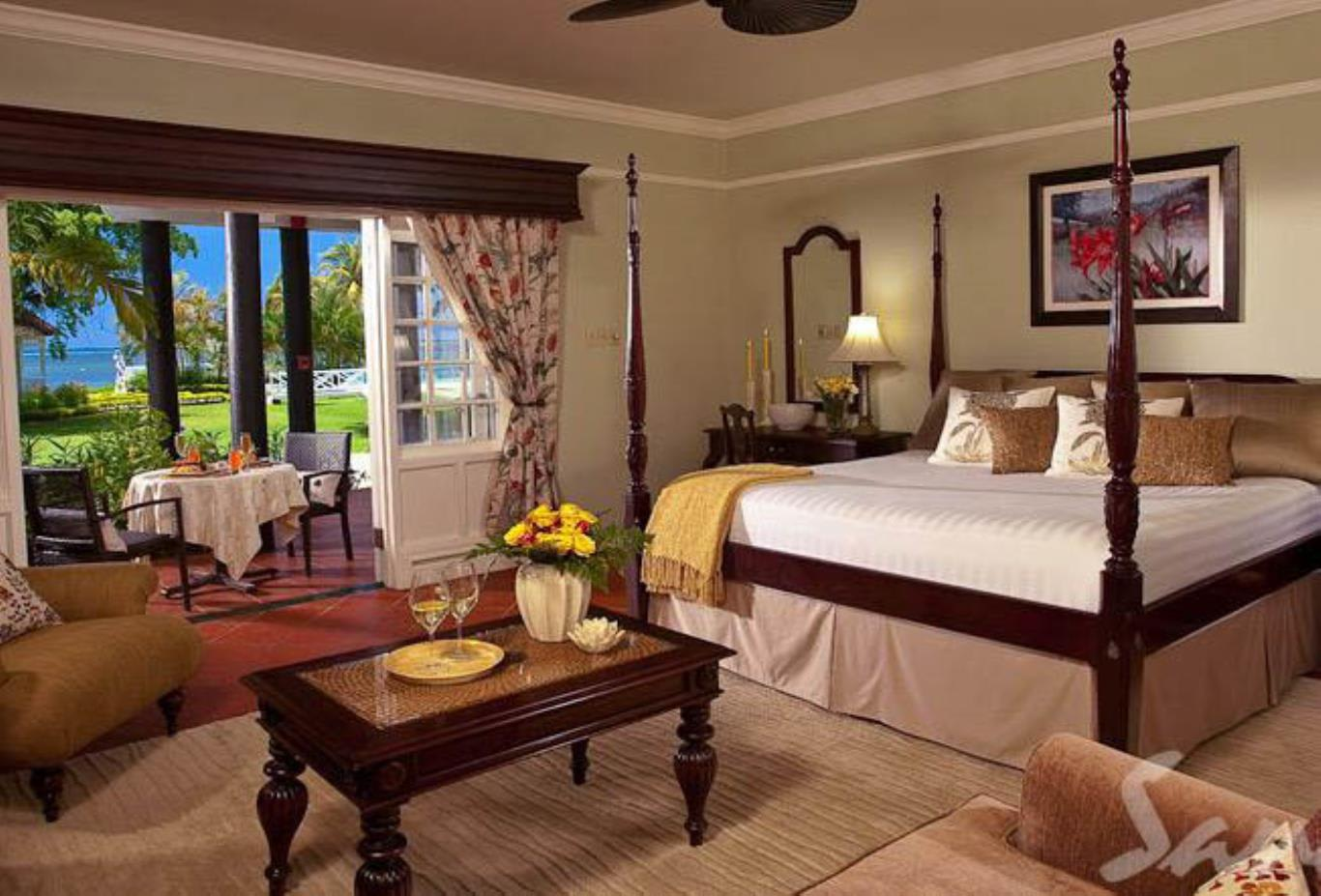 Honeymoon Beachfront Butler Suite - HS