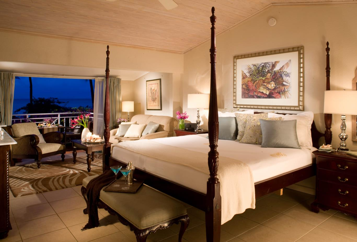 Grande Luxe Beachfront Sunset Concierge Room