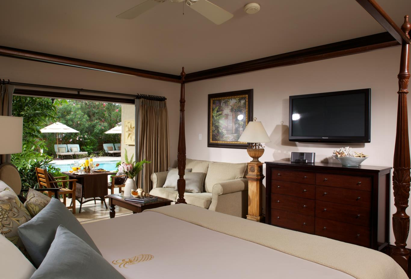 Honeymoon Grande Luxe Beachfront Sunset Concierge Room