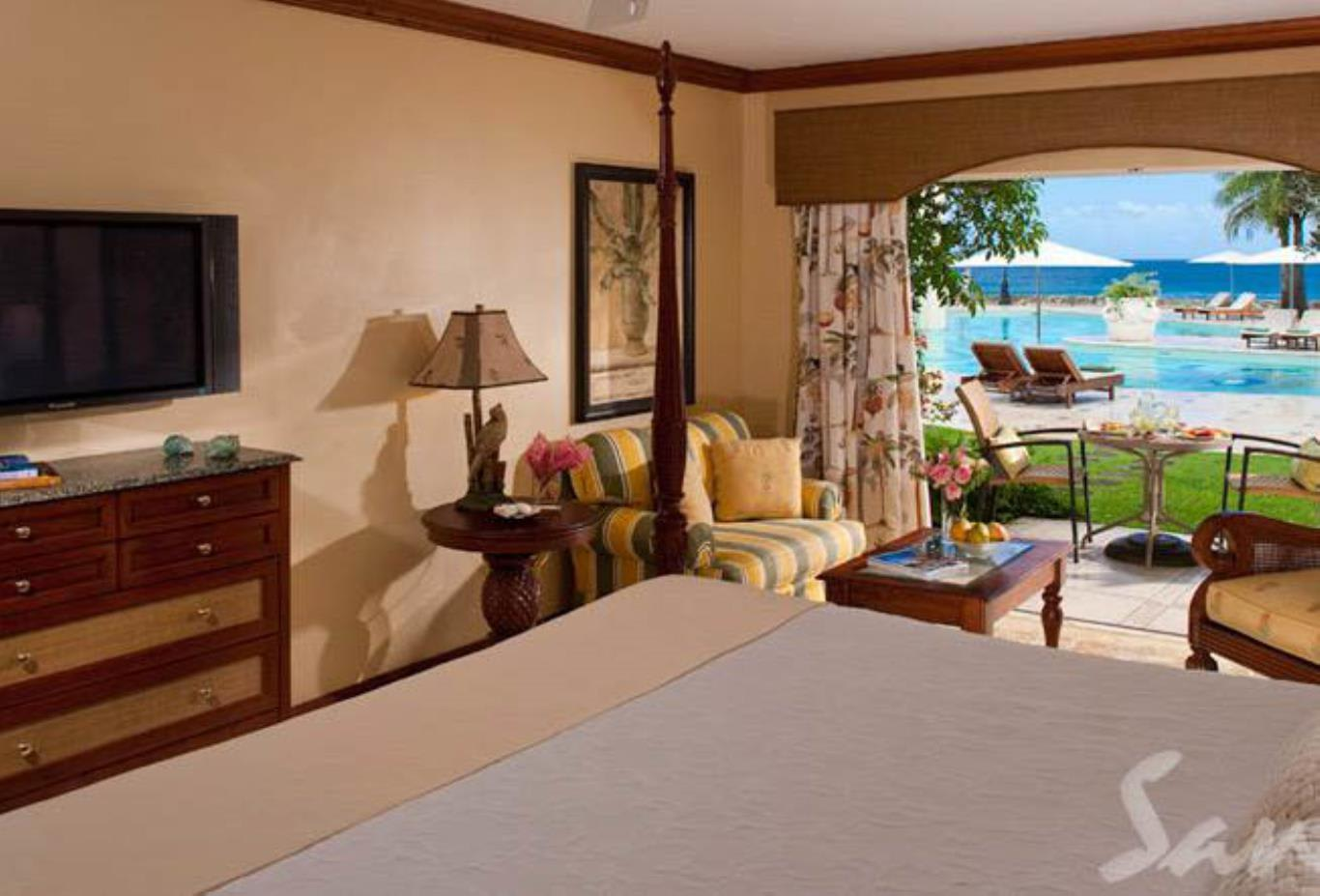 Emerald Oceanview Walkout Room - HOW