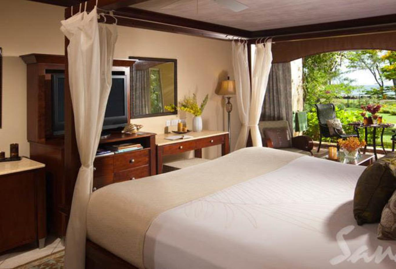 Caribbean Honeymoon Walkout Room - CW