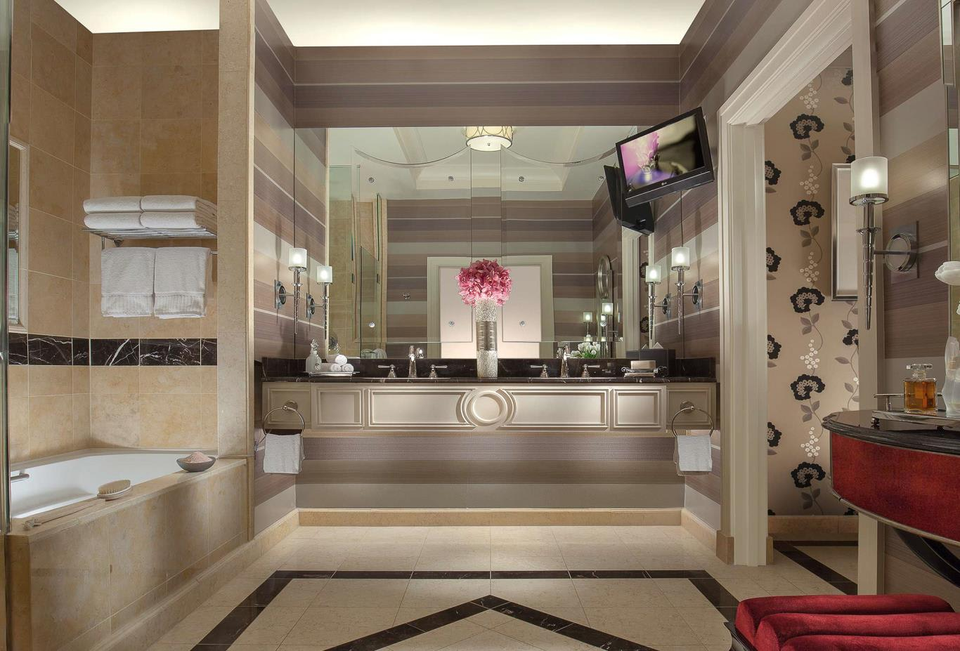 Luxury Suite bathroom
