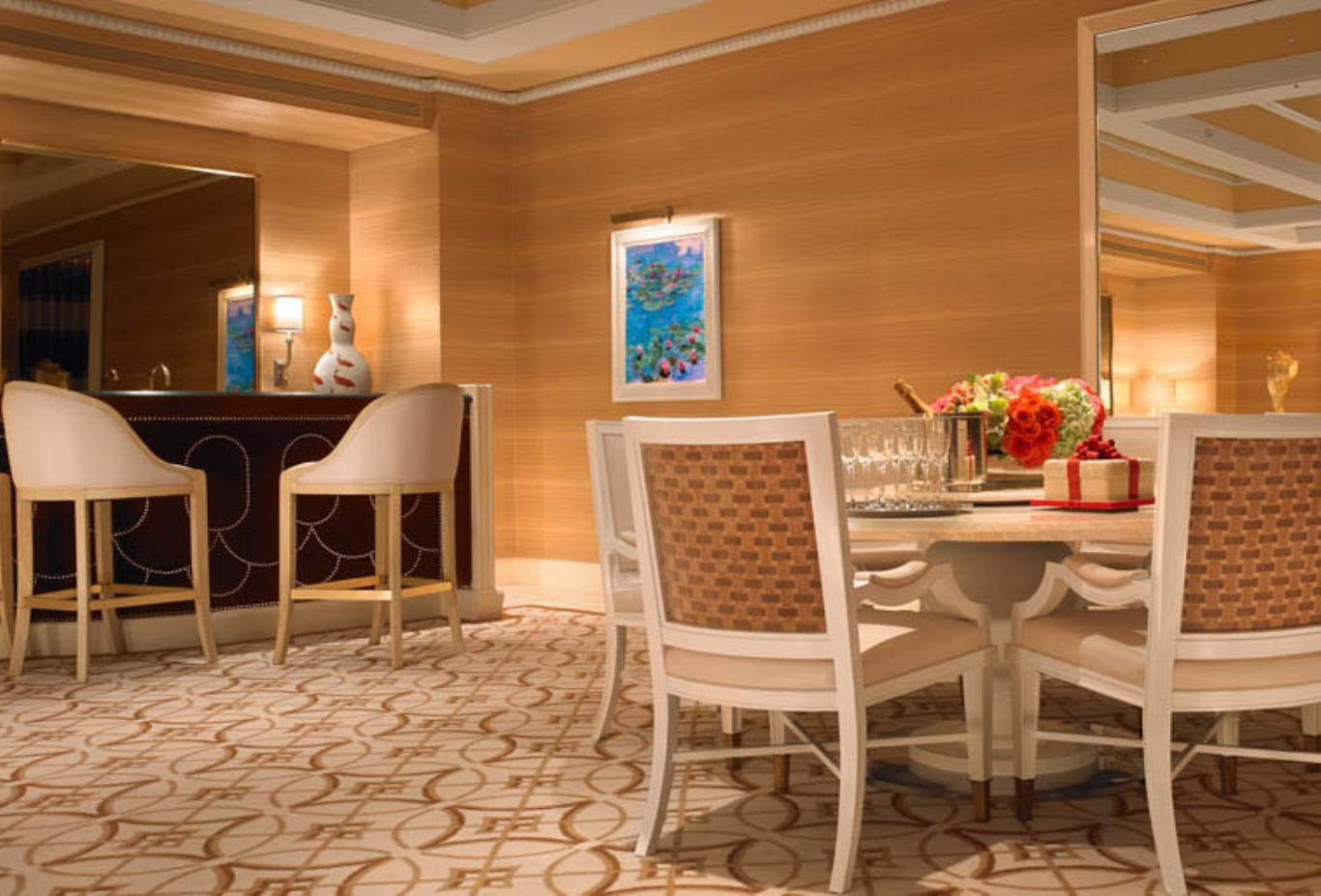 Wynn Fairway Villa Dining Area