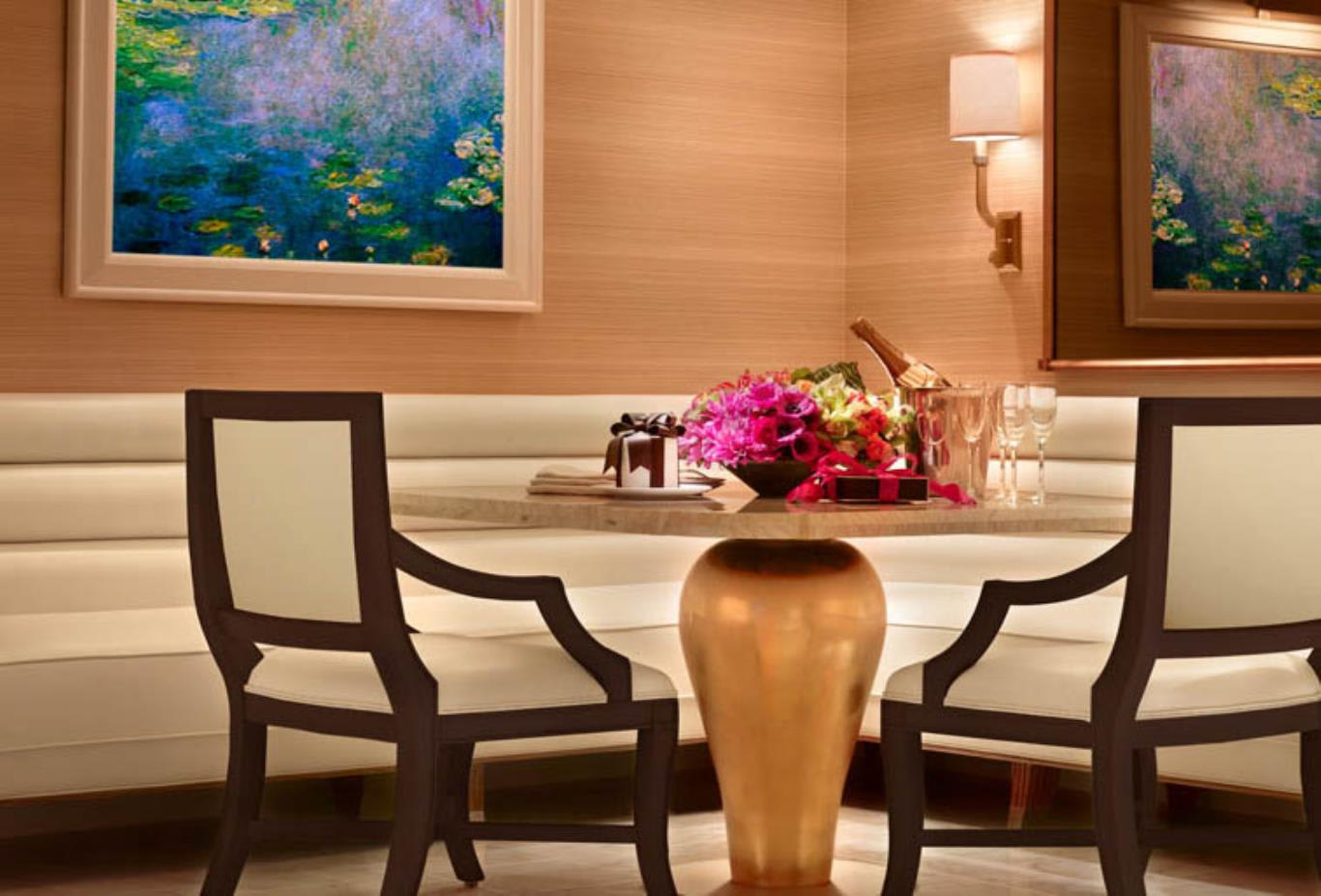 Wynn Salon Suite Dining Area