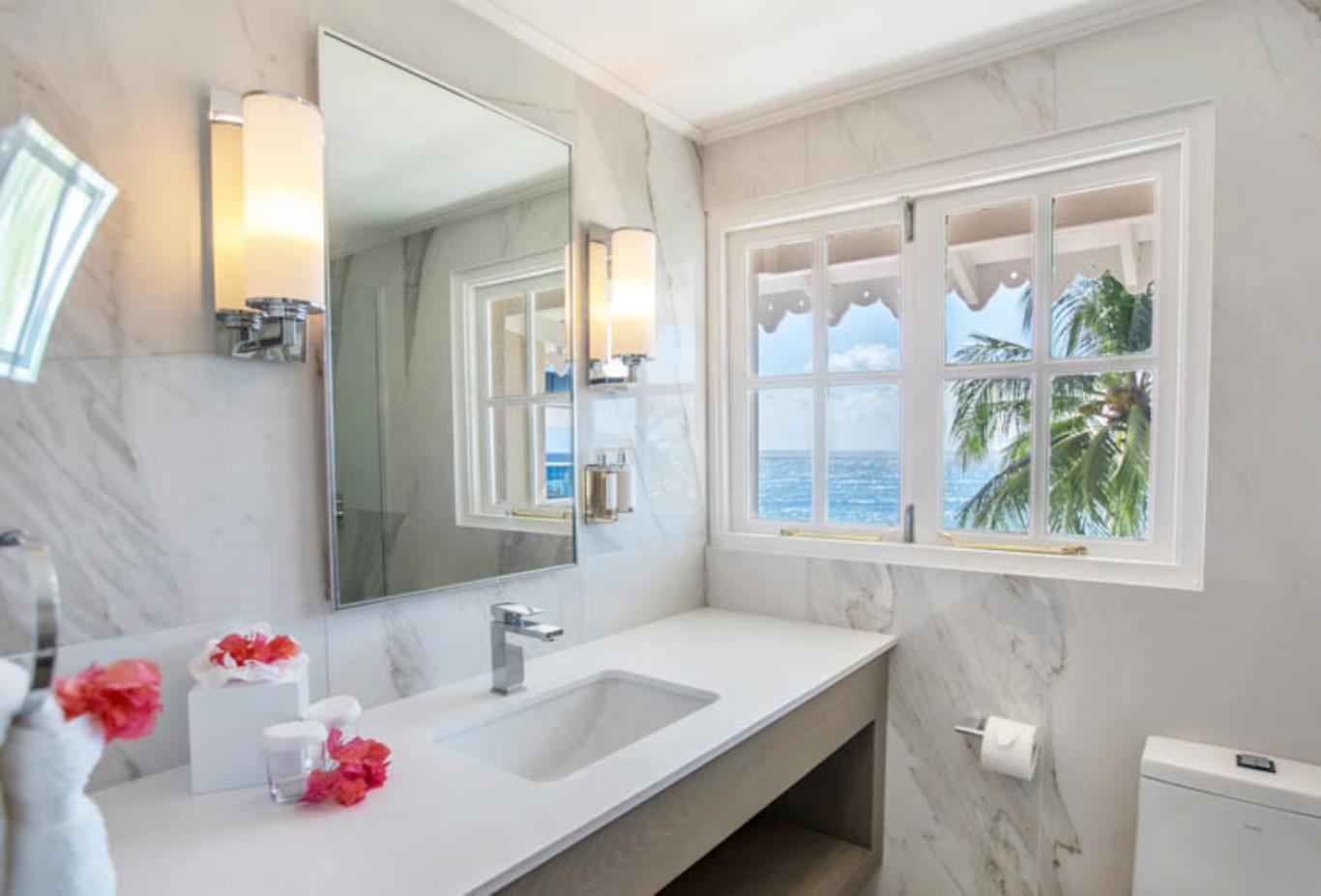 Two Bedroom Beachfront Luxury Suite central bathroom
