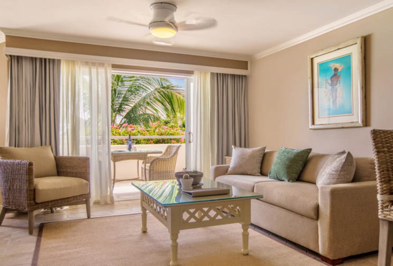 Two Bedroom Beachfront Luxury Suite living area