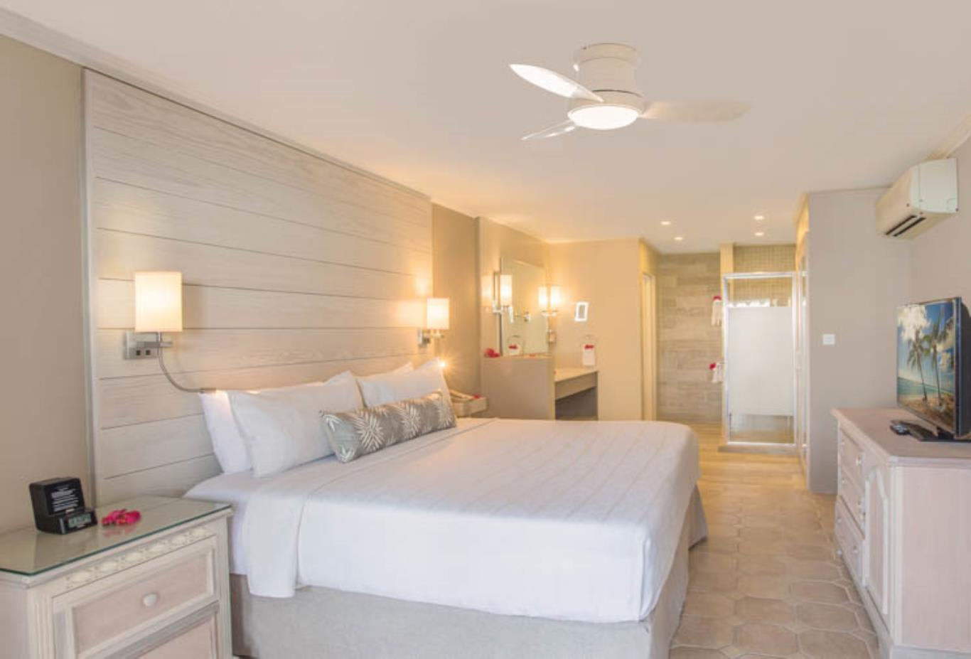 Two Bedroom Beachfront Luxury Suite Bedroom