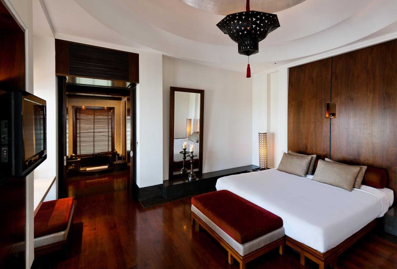 Chedi Club Suite Bedroom