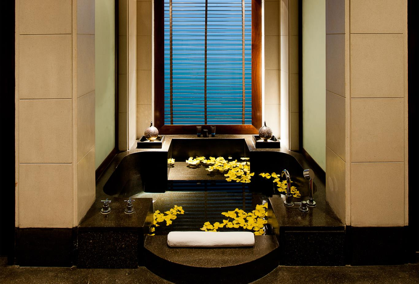 Chedi Club Suite Tub