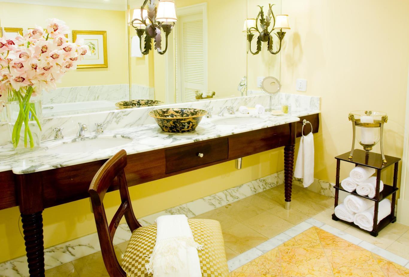 Lions-Head-Suite-Bathroom