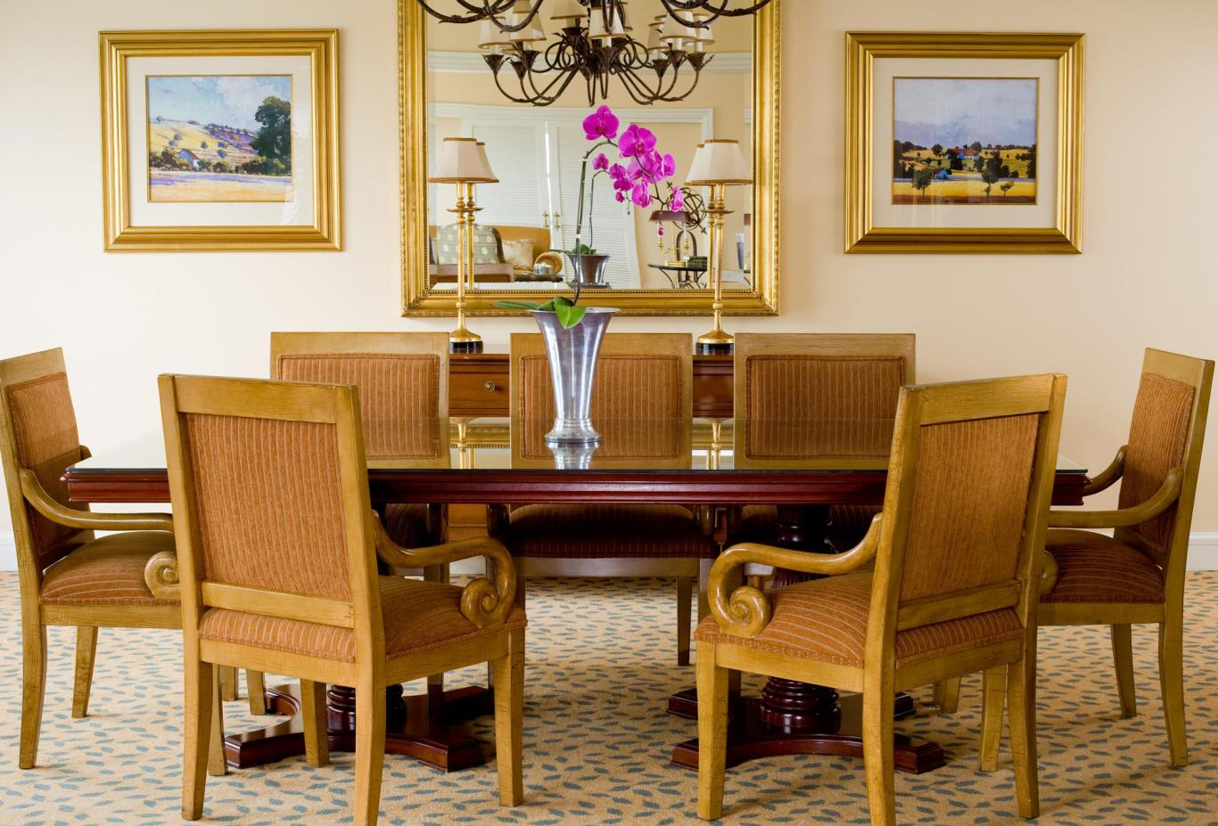 Lions-Head-Suite-Dining-Room