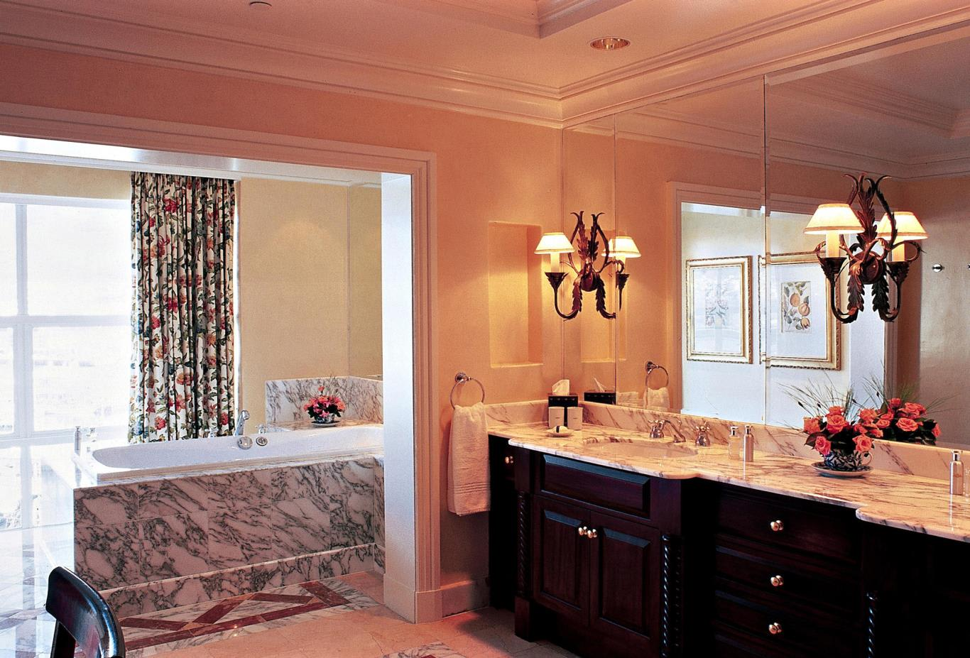 Table-Mountain-Suite-Bathroom