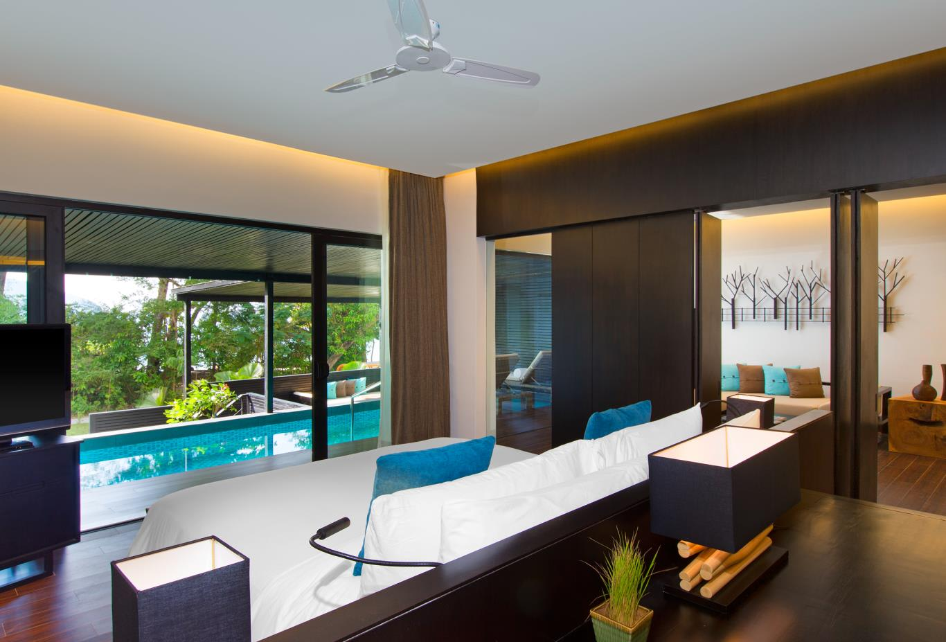Executive-Pool-Suite