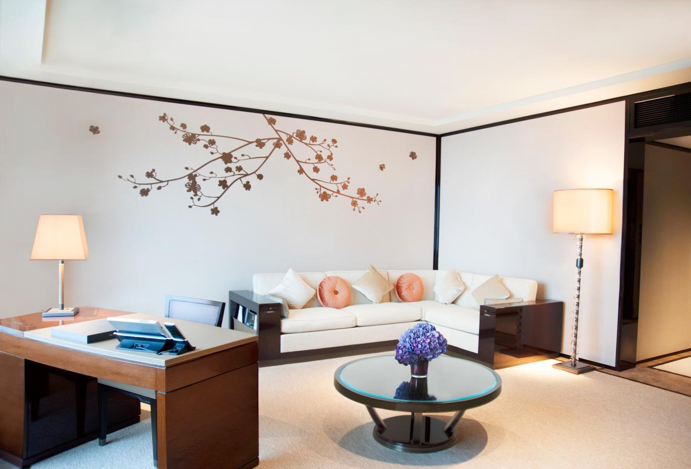 Superior Harbour View Suite Living