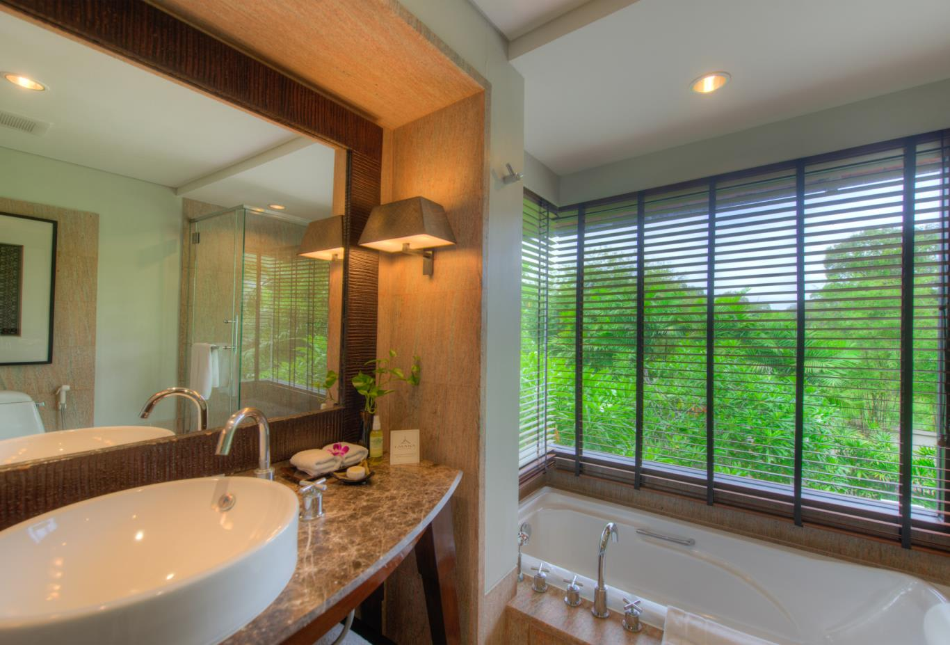 Garden Pavilion bathroom