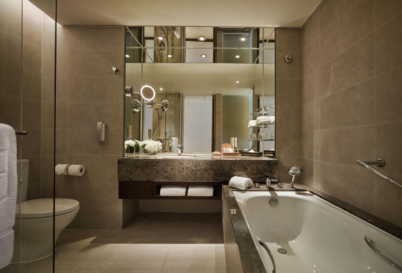 Tanjung Wing Deluxe room bathroom