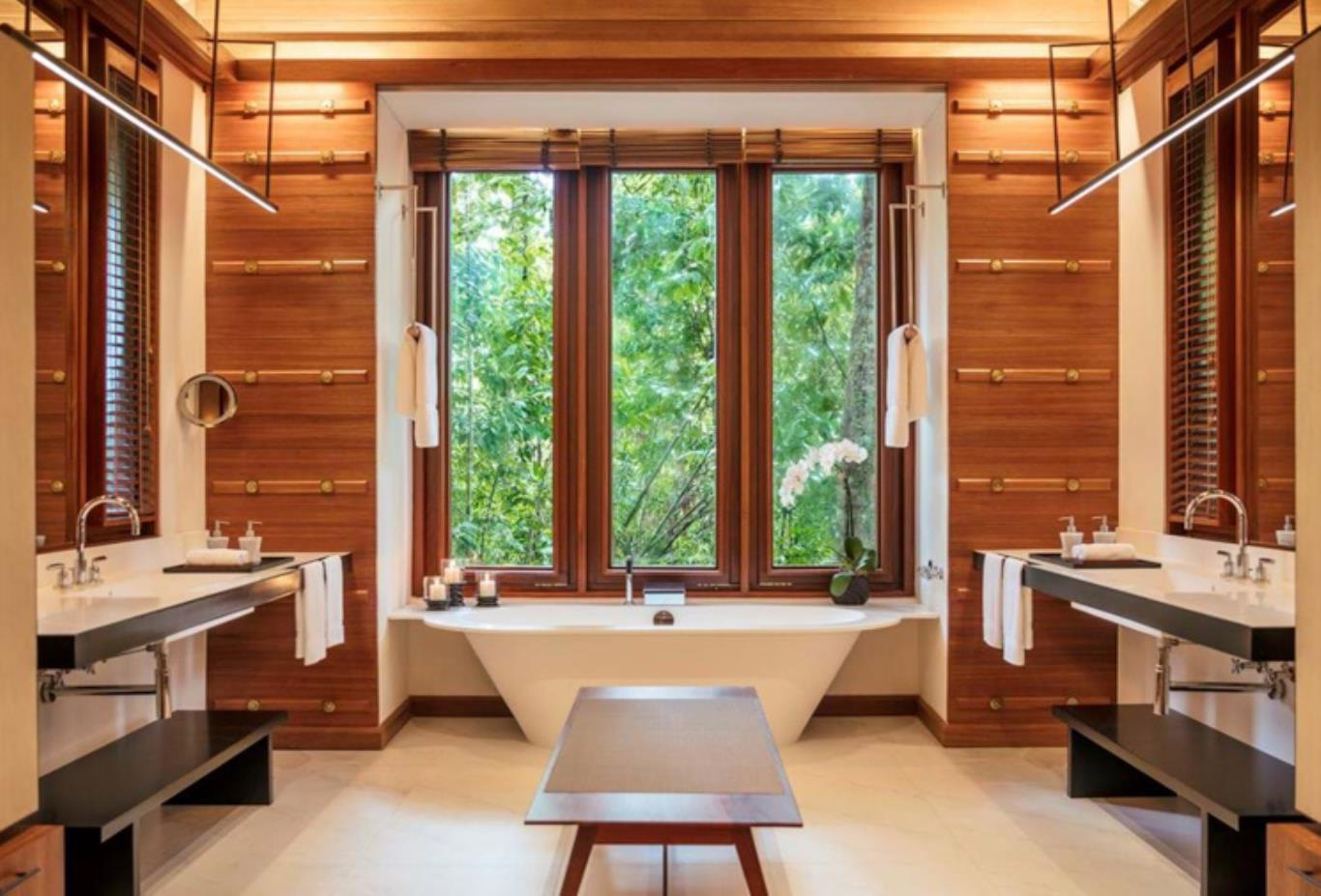Rainforest villa bathroom