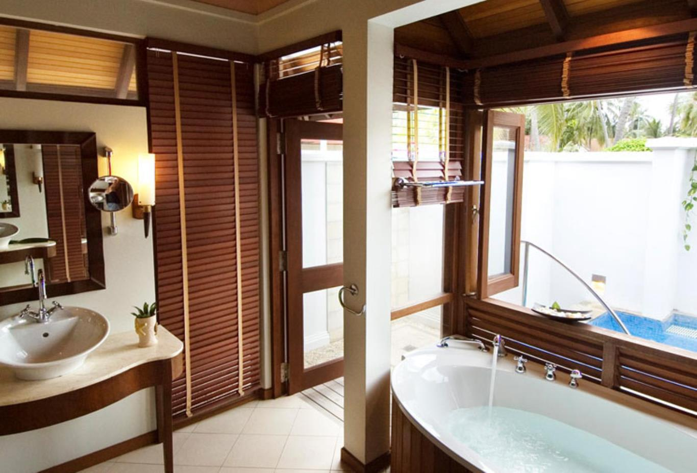 Beach Villa with Jacuzzi bathroom