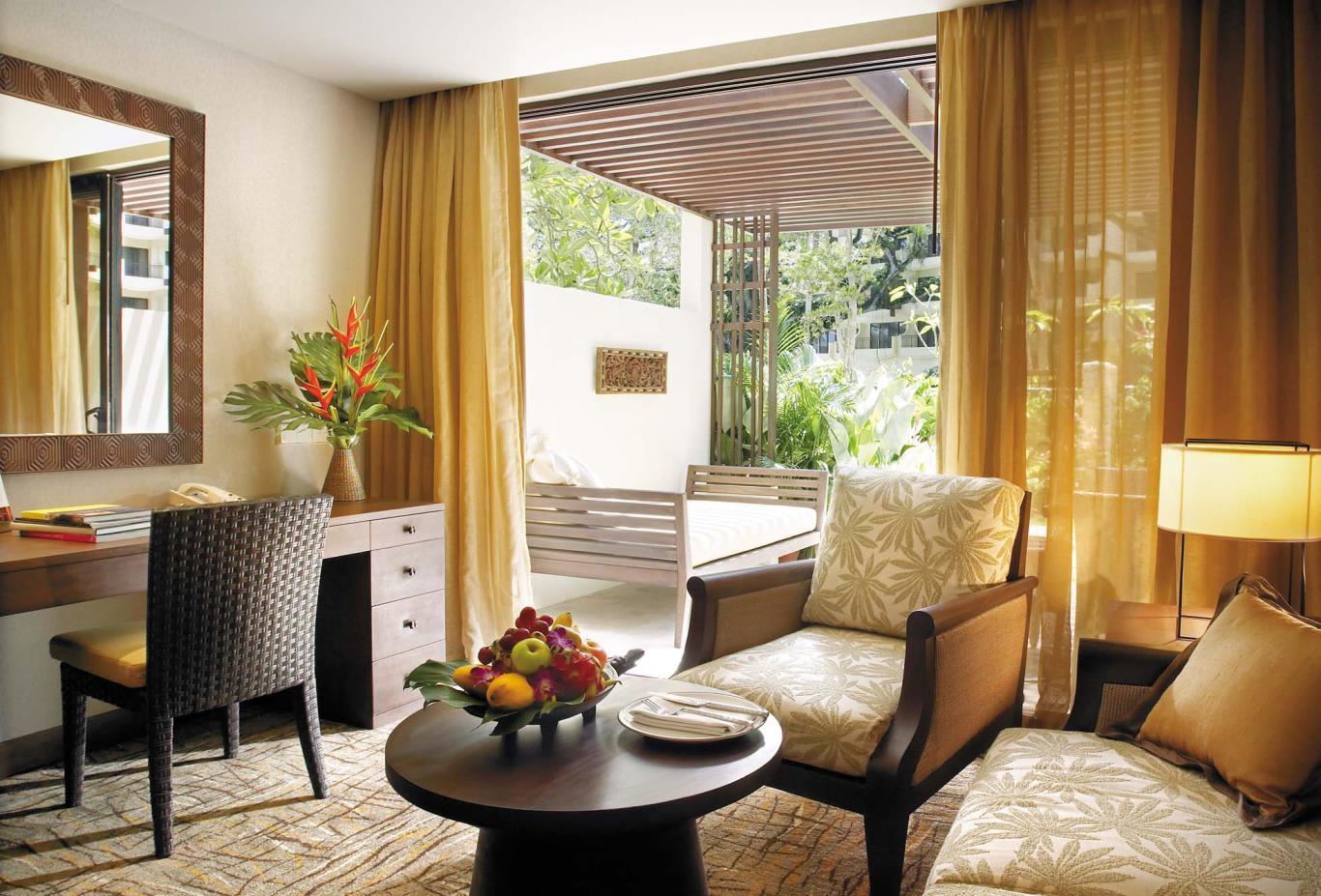 Rasa-Deluxe-Room-Living-room
