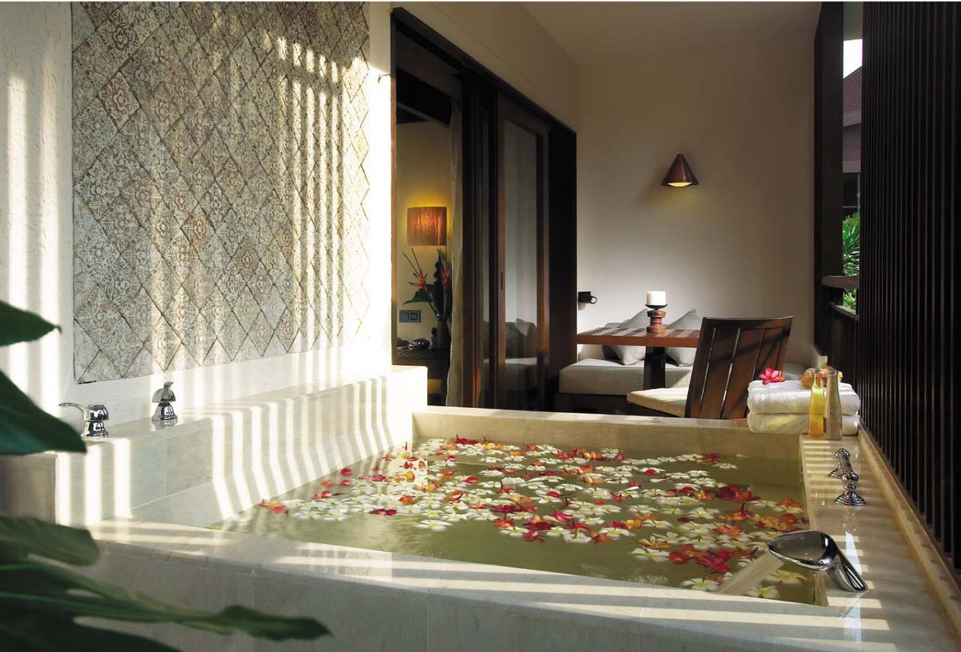 Rasa-Premier-room-bath