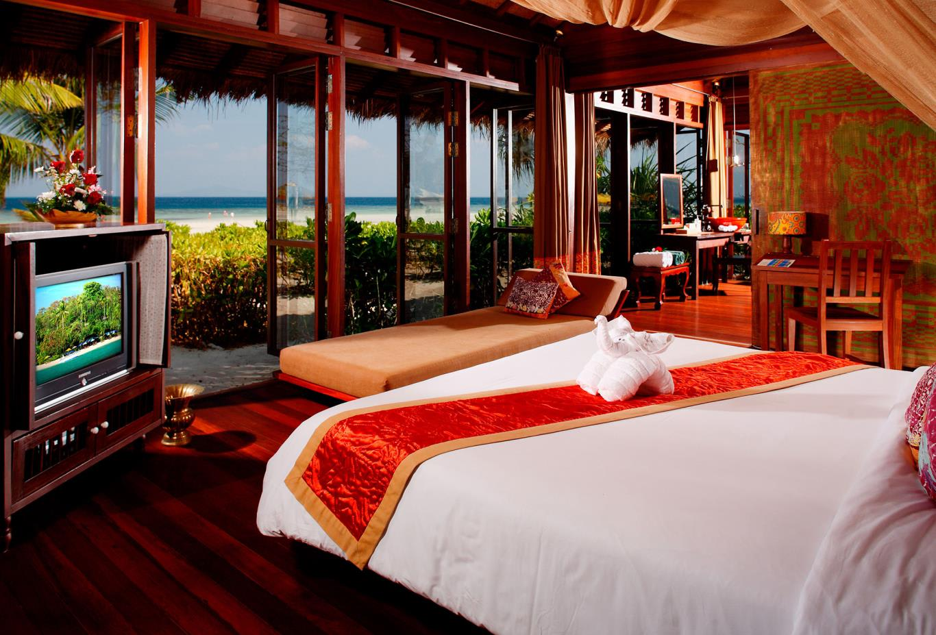 Beach Front Suite bed