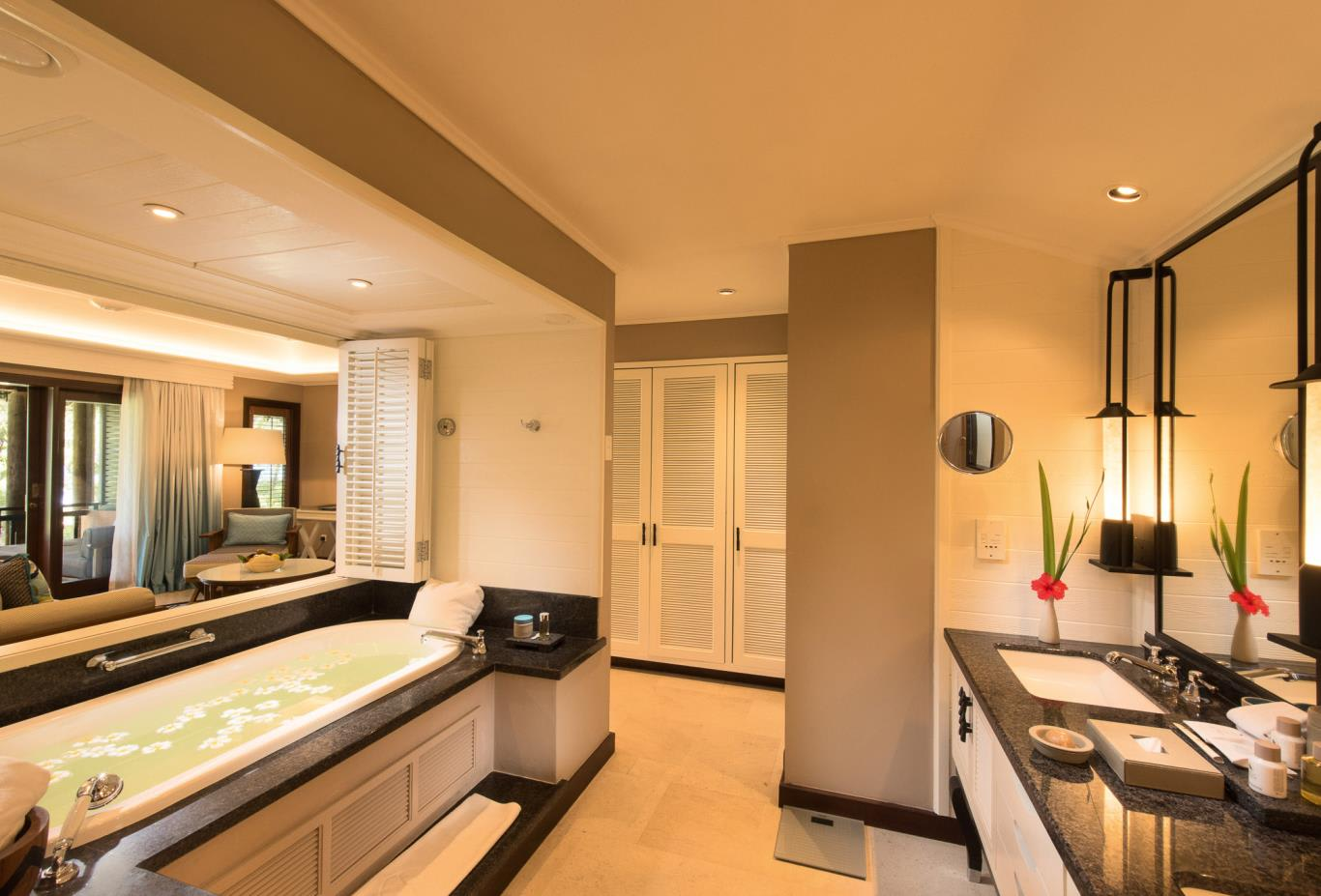 Junior-Suite bathroom