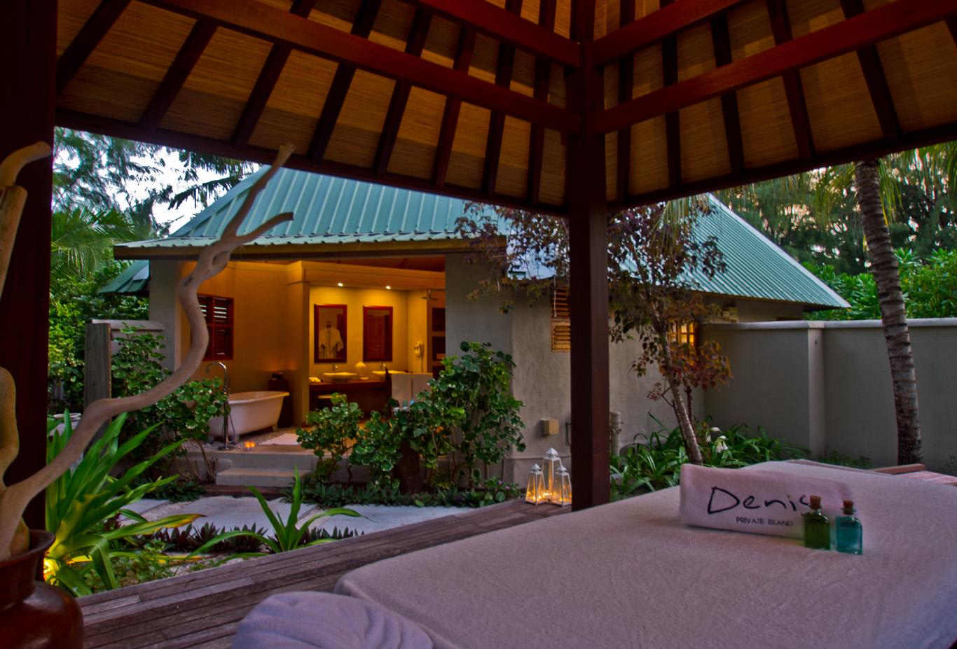 Beachfront Spa Cottage exterior