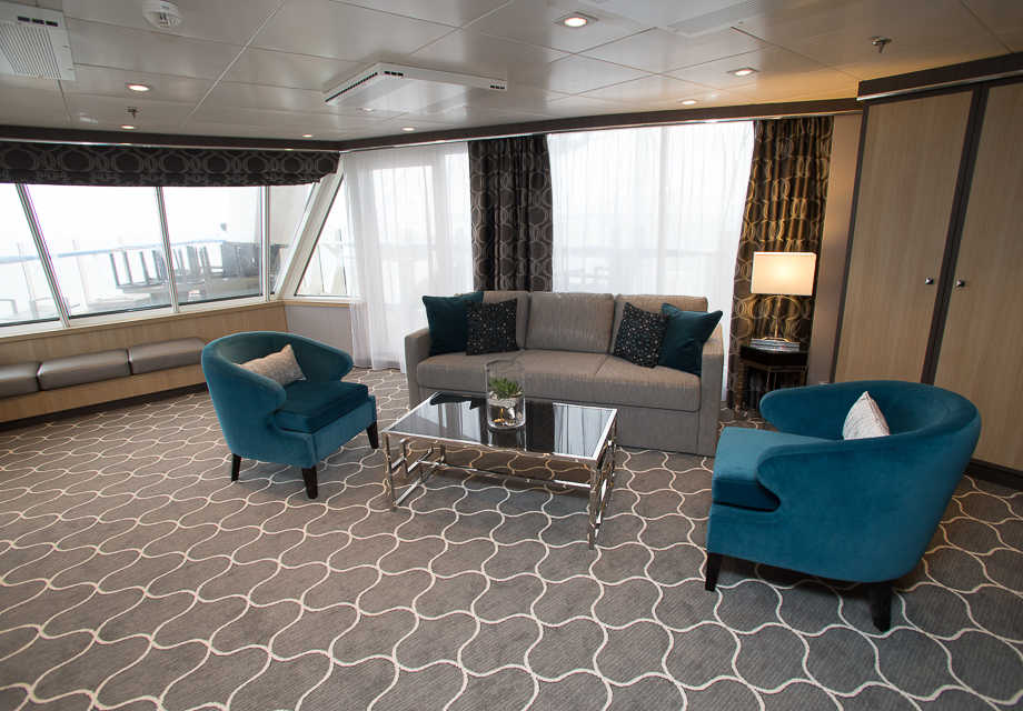 Aqua Theatre Suite with Balcony