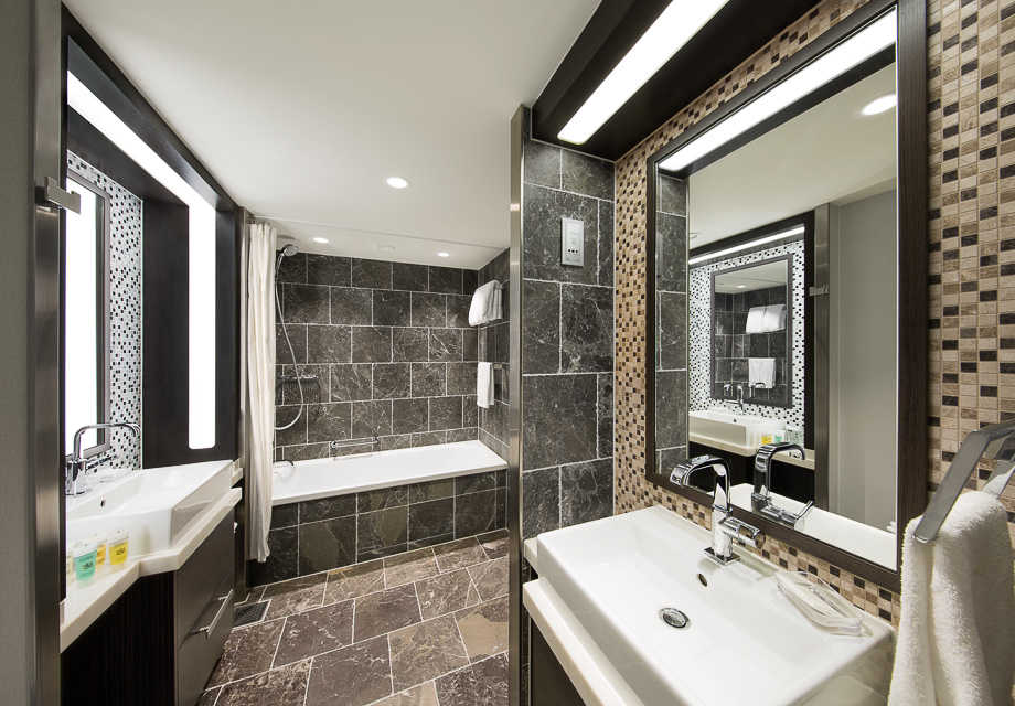 Superior Grand Suite with Balcony bathroom
