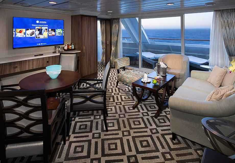 Azamara Quest - Rooms - Club World Owner's Suite - Living room