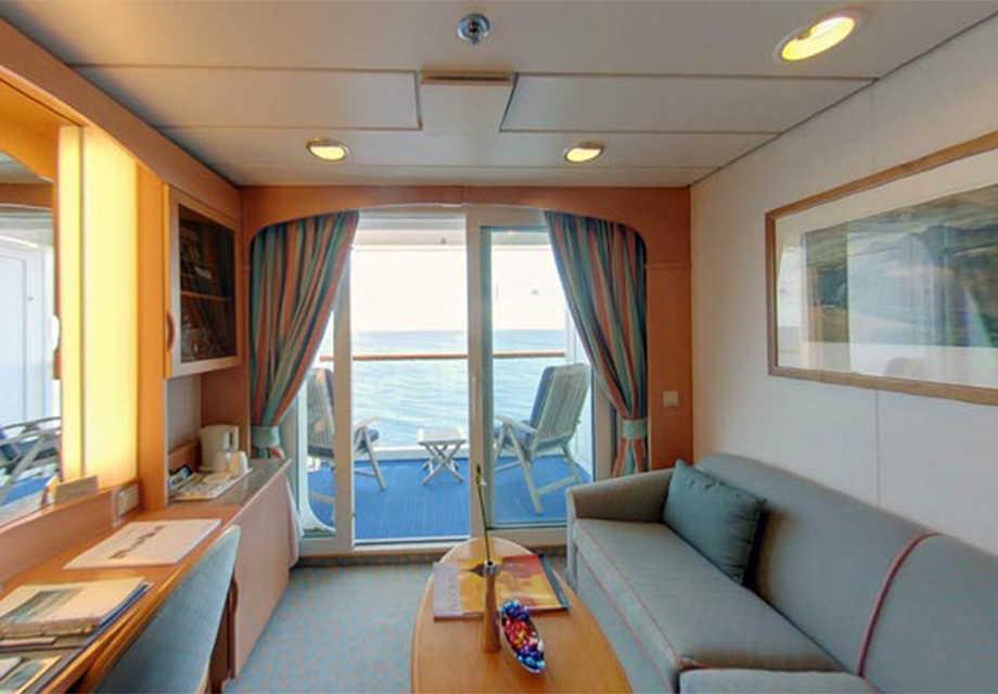 Deluxe-Balcony-Cabin