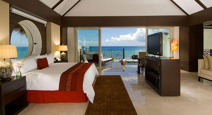 Double room with balcony overlooking the sea