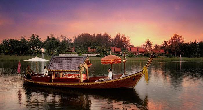 Santa rak banyan tree long boat
