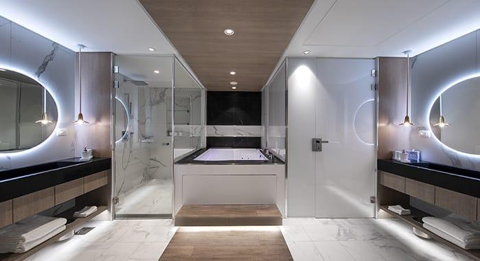 Iconic Suite Master Bathroom