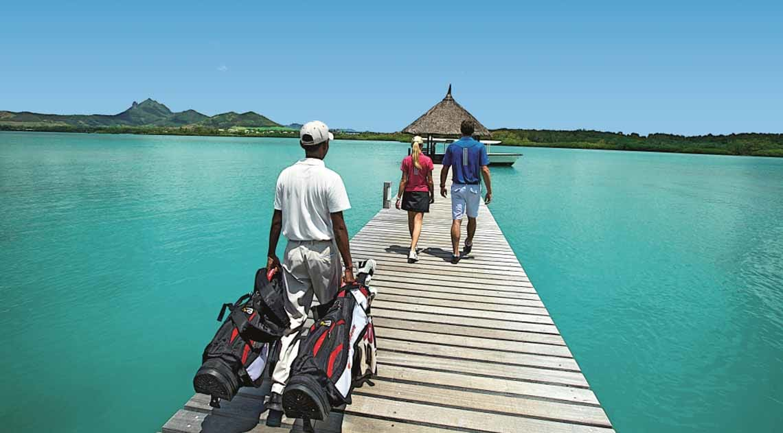 Golf jetty couple