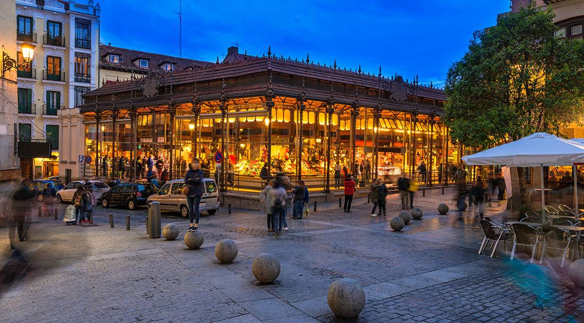 Mercado de San Miguel market at night