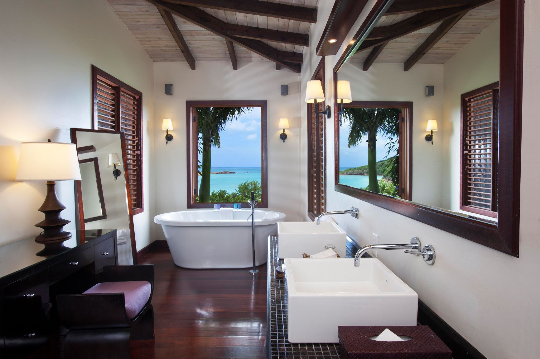 Hillside Pool Suite Bathroom