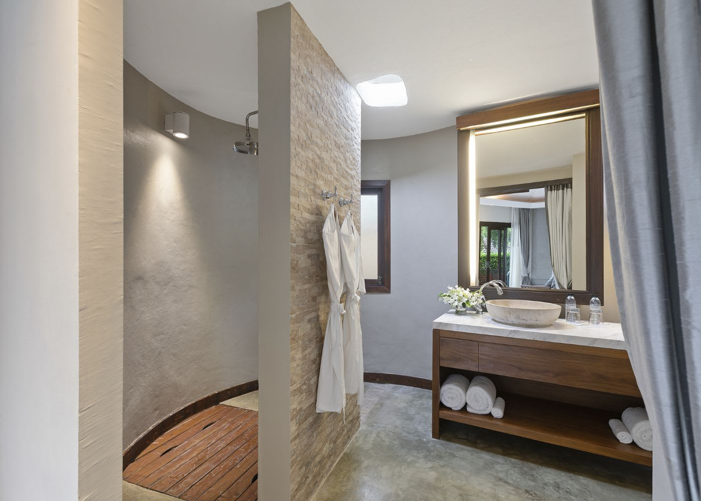 Plunge Pool Suite bathroom